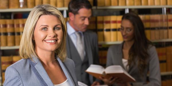 どのくらいかかる? 弁護士に債権回収を依頼したときの費用や相場